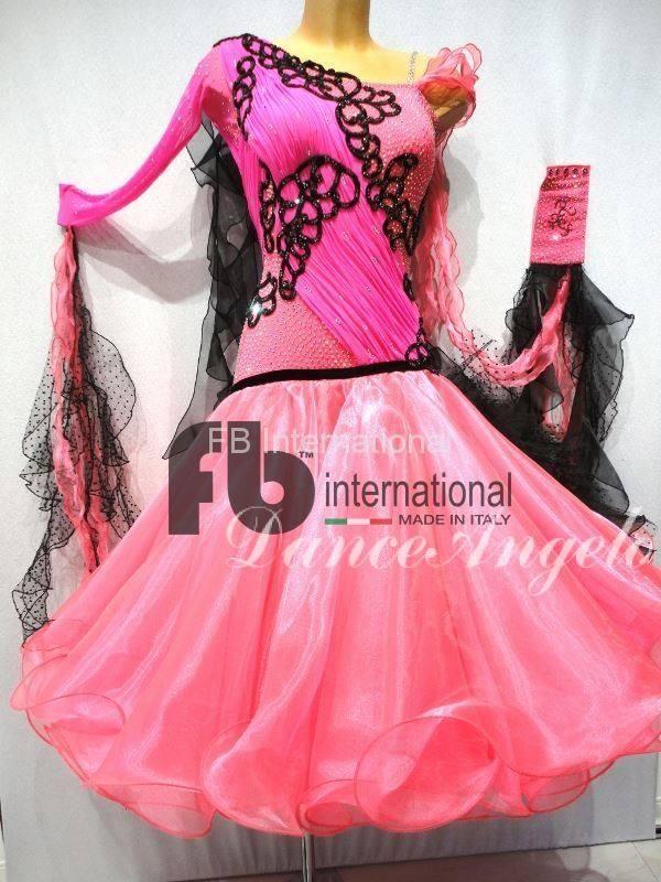 ピンク黒モチーフ